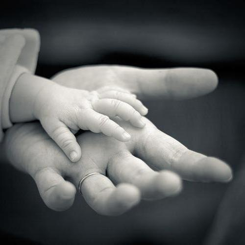 В моей руке твоя рука, люди,