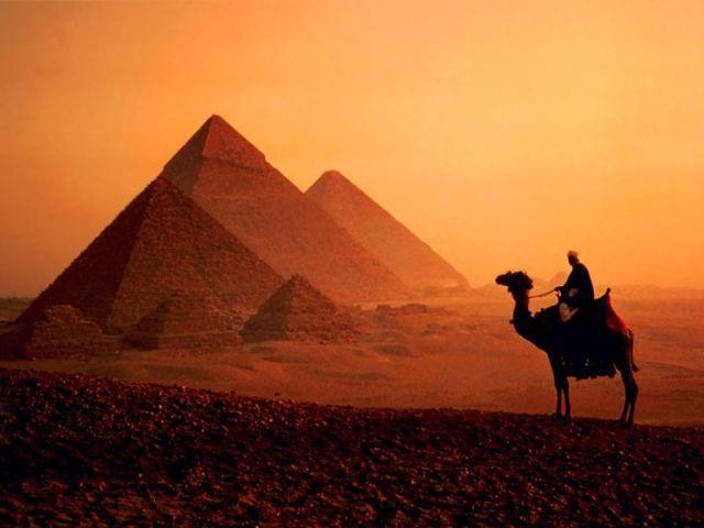 Пустыня и пирамиды, оригинал