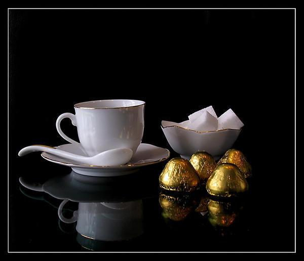 Чай, сахар,шоколадные конфеты,