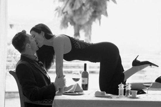 картинки страстного поцелуя