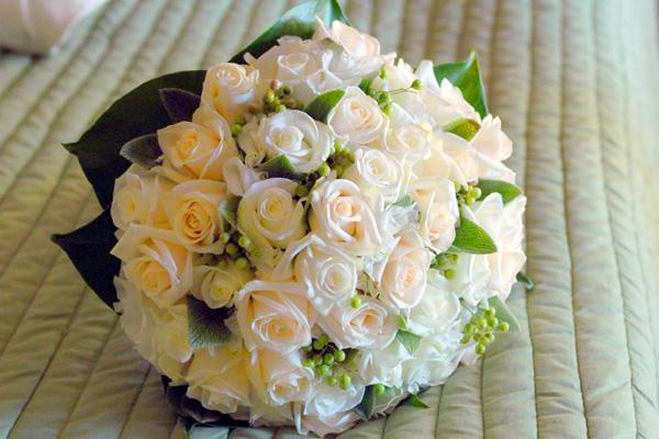 Roses on Your Wedding Bed, цветы
