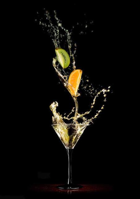 Фрукты в бокале мартини,