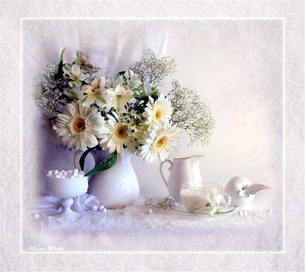 Натюрморт с белыми цветами,