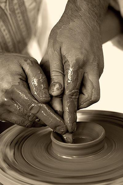 Руки Гончара, руки, люди