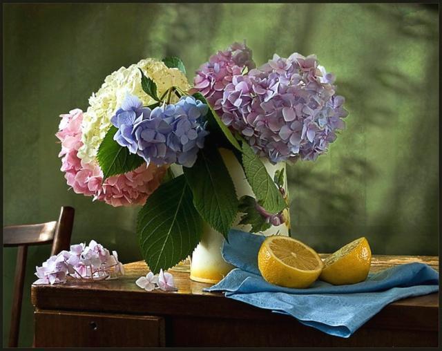 Оригинал вышивки «Натюрморт с цветами ...: www.xrest.ru/original/Натюрморт с цветами и...
