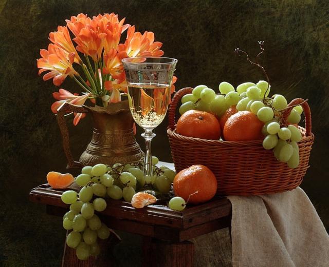 Натюрморт с виноградом и