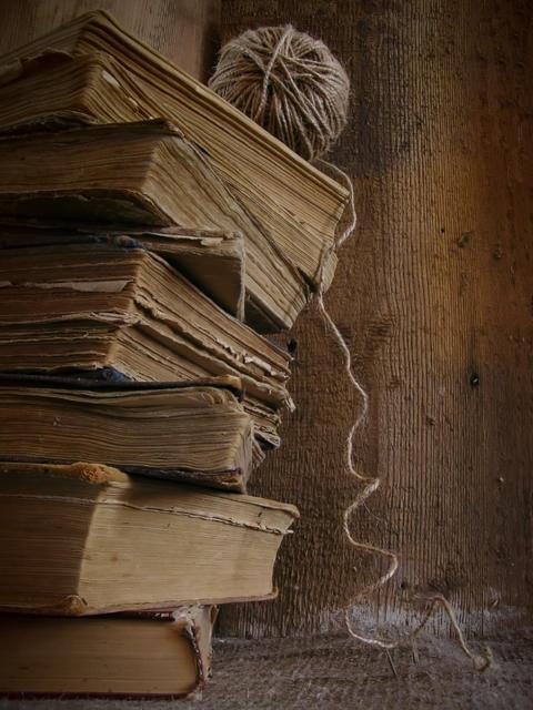 Старые книги, натюрморт