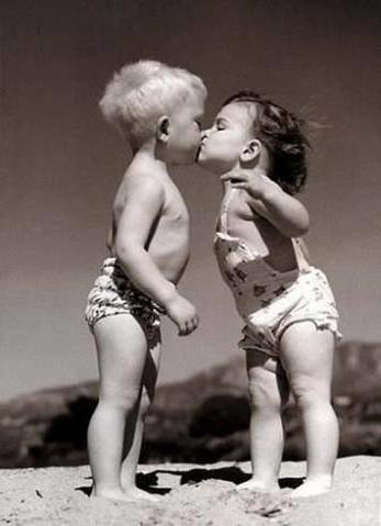 Первый поцелуй, малыши