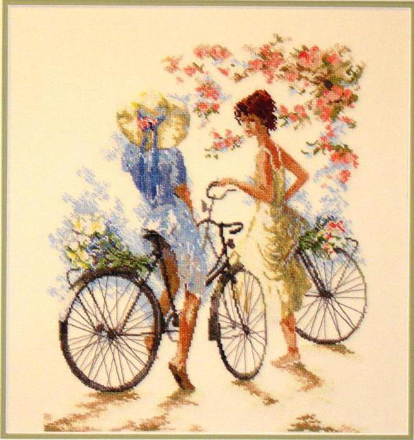 Подруги, нежность, велосипед