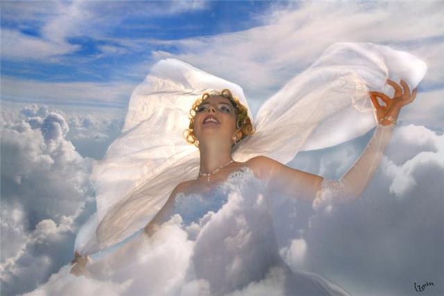 Картинка девушки на облаках