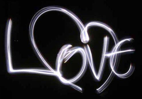 Надпись - Любовь, на чёрном,