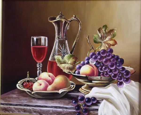 Фрукты в вазе и кувшин с вином