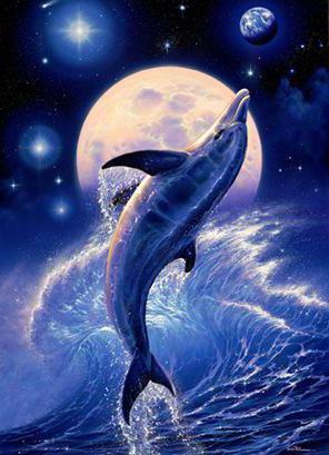 Дельфин среди волн, рыбы,