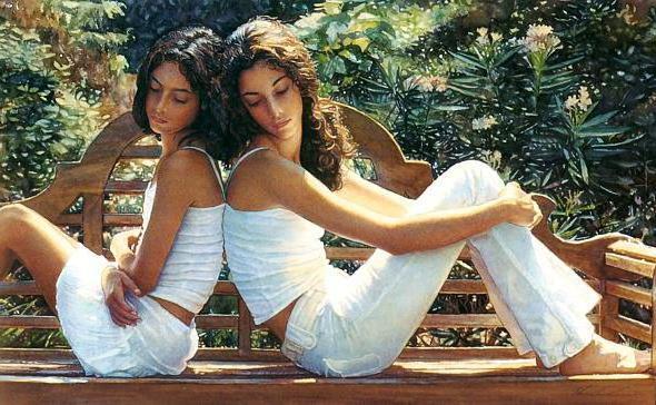 фото подружки на скамейке