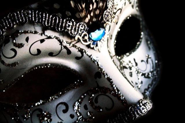 Чёрно-белая маска, оригинал