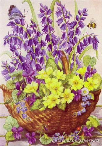 Весенние цветы в корзине,