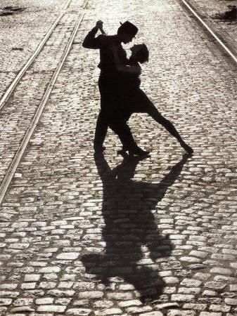 Бальные танцы на улице,