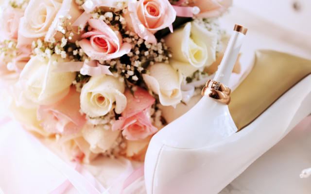 фото свадебных цветов и колец