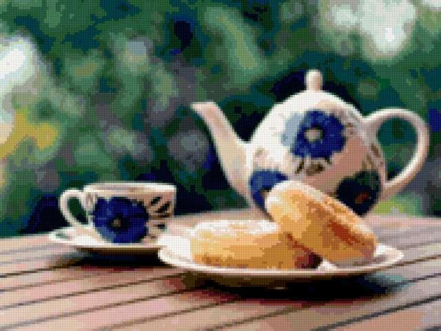 Заварник, чашка чая и пончики,