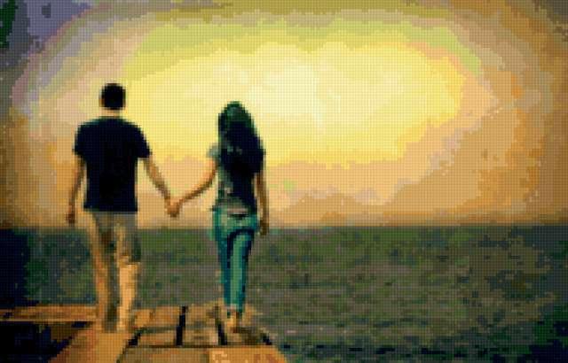 Парень и девушка идут к морю,