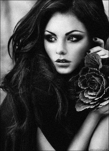 девушки брюнетки чёрно белые фото