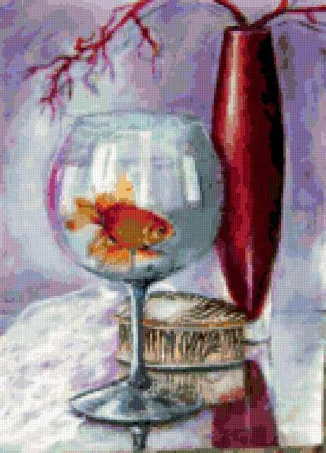 Золотая рыбка в бокале,