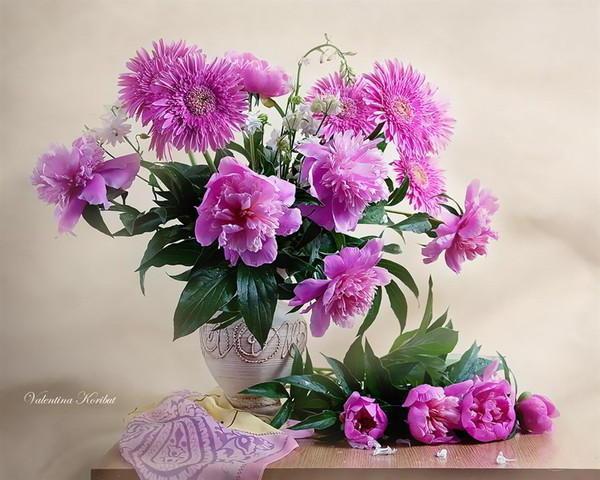 Розовые пионы и герберы,