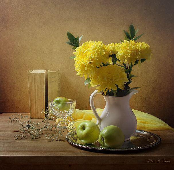 Желтые хризантемы, натюрморт