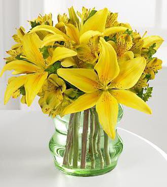 Желтые лилии, цветы, ваза,