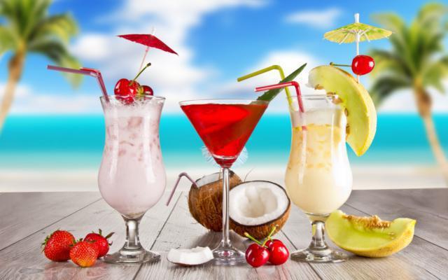 Три коктейля и кокос,