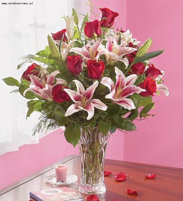 Букетик цветов из лилий и
