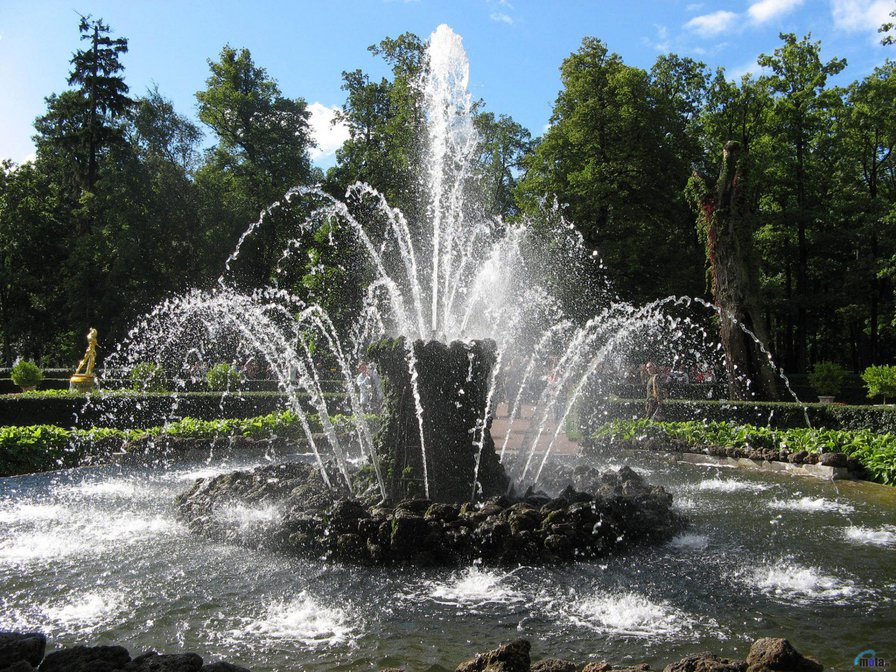 красивый фонтан, фонтан